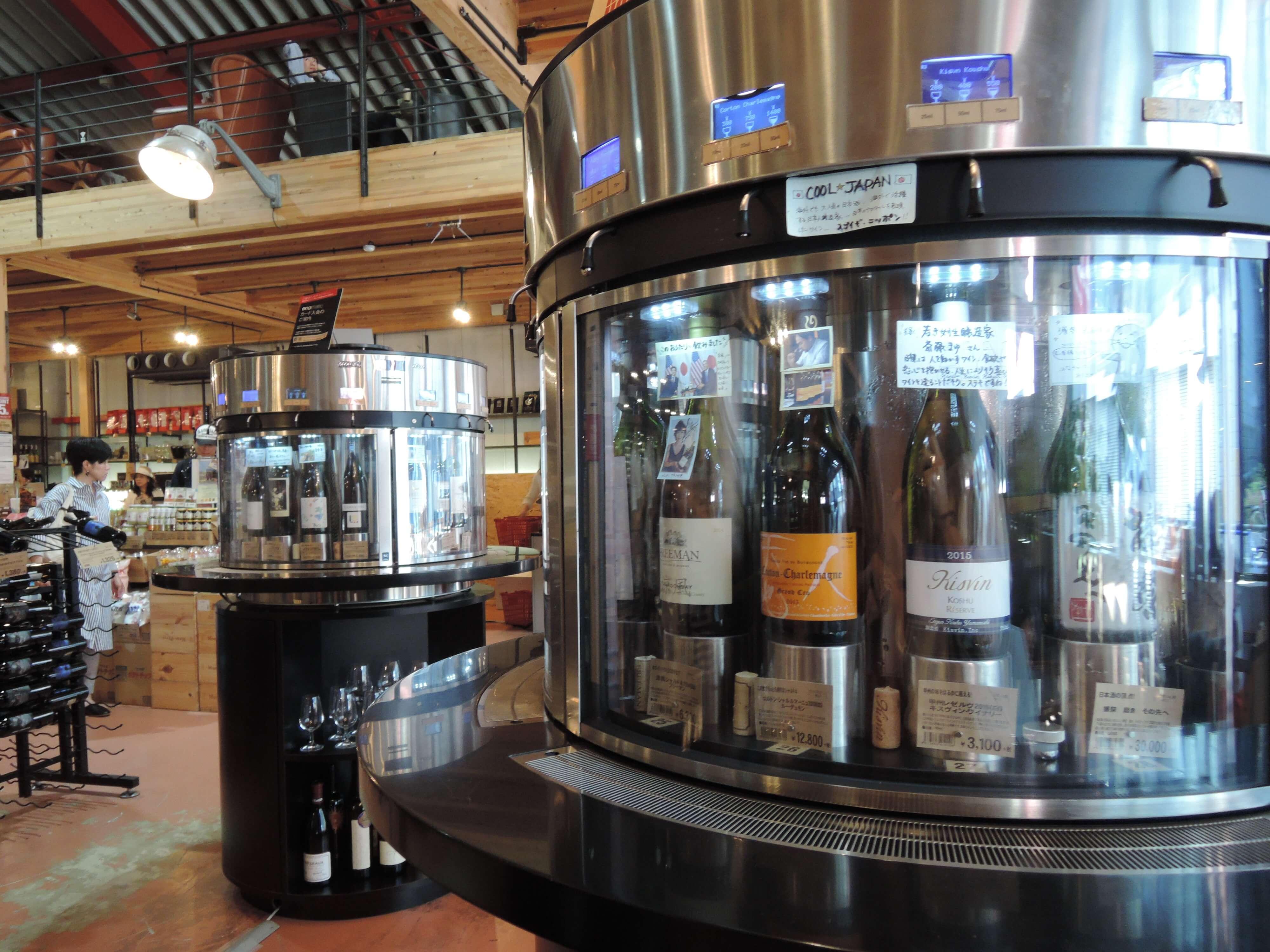 ワイン試飲用の自動販売機も